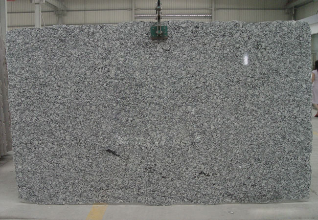 Spray White Granite Slab-China